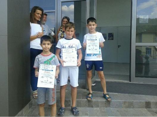 Победители в състезанието с тротинетки (3-та възрастова група) – Иво Кавалски, Антон Хаджиев и Тони Кавалски