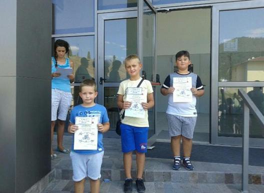 Победители в състезанието с велосипеди (2-ра възрастова група) – Алекс Пехливанов, Енес Кушев и Николай Хаджиев