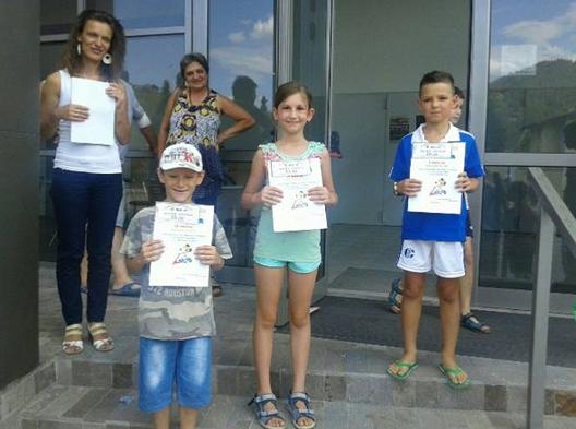 Победители в състезанието с тротинетки (2-ра възрастова група) – Димитър Пачелийски, Габриела Драганова и Харис Керозов