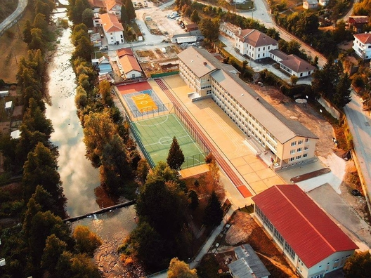 Обновената гимназия в Рудозем, снимка: Виктор Цветанов Колев