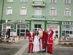 За четвърта поредна година Дядо Коледа направи обиколка на общината с... автобус