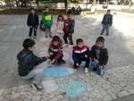 """Децата от групите """"Зайо Байо"""" и """"Веселите зайчета"""" от ОДЗ """"Снежанка"""" украсиха площада с красиви цветни рисунки"""