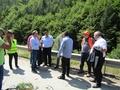 Заместник-министър Йовев, проф. Стойнев, заедно с областния управител Недялко Славов, инспектираха срутището в района на Тикале