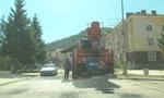 Най-после започна запълването с асфалт на дупките по улиците на Община Рудозем